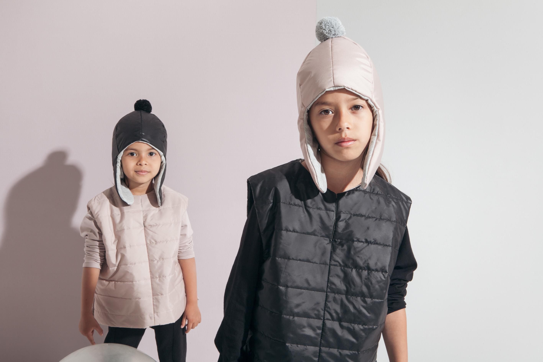 kidsonthemoon-full moon vest_pompom cap