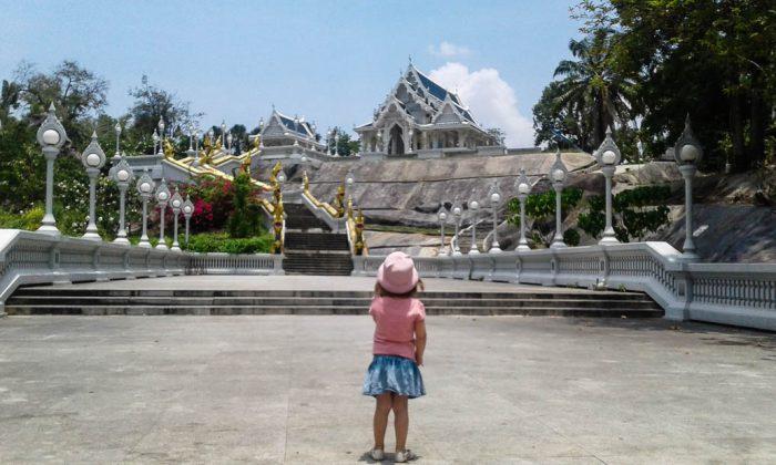 Dziewczyny jadą do Tajlandii